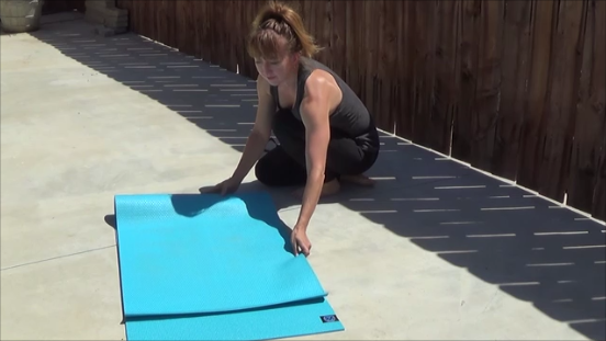 how to roll yoga mat to keep it clean