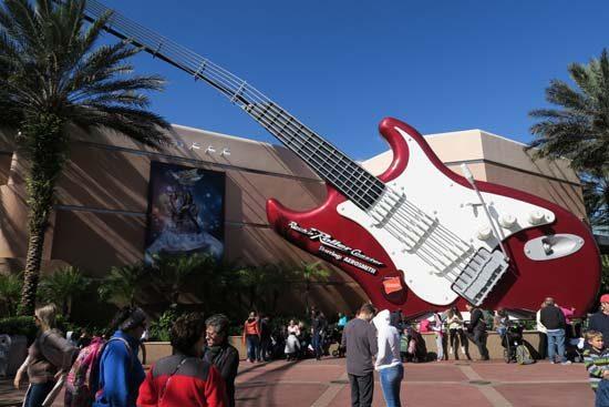oversize guitar outside rock n roll coaster hollywood studios