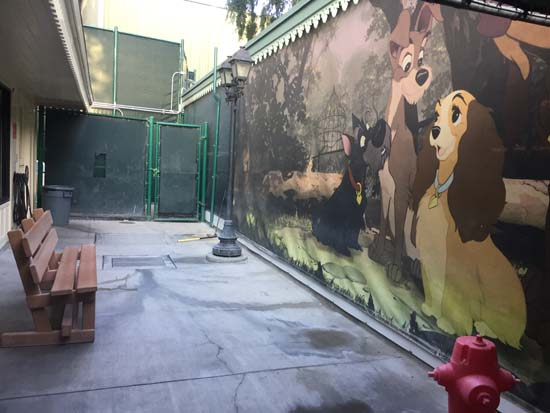 """""""lady and the tramp"""" mural at disneyland kennel club"""