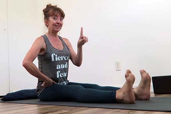 how to do dandasana feet apart