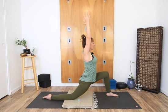 activating front leg in low lunge
