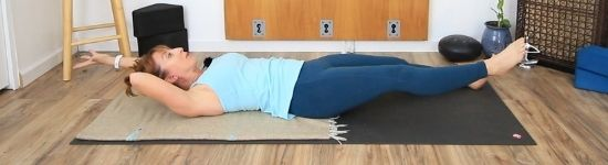 lying crunch with contralateral extension